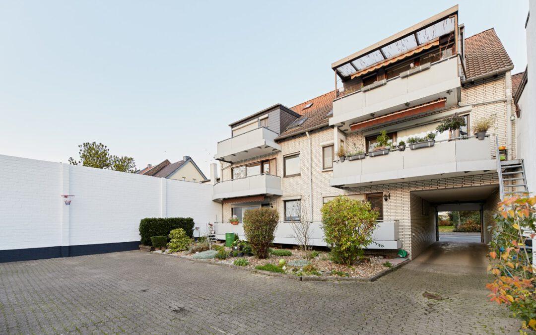 + Verkauft: Toller Schnitt + Balkon + Garten + Garagen +