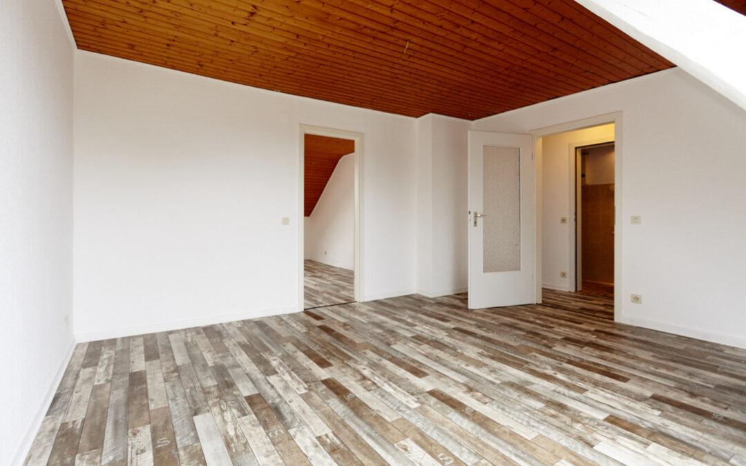 + Neu zur Vermietung: Gemütliches Dachgeschoss zum Wohlfühlen +